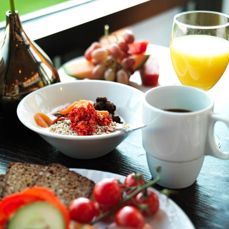 Frukost på bord.