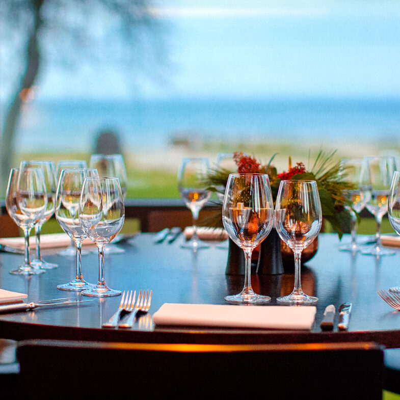 Restaurang Sand bord med havsutsikt