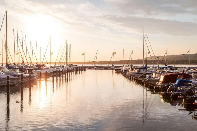 båtar i båstad hamn